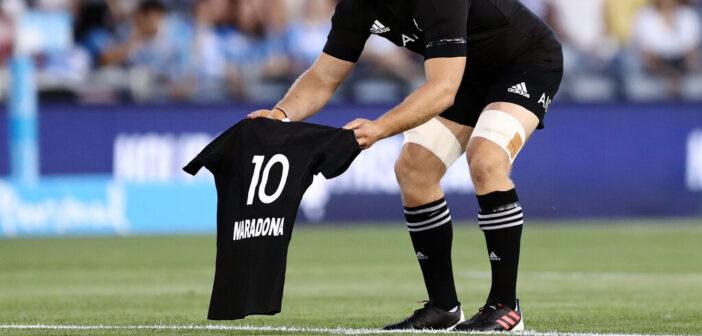 Gli All Blacks rendono omaggio all'Argentina di Diego Maradona